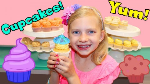 CUPCAKES & FROSTING FUN BAKERY VISIT!